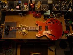 Gibson ES-333 Guitar with broken headstock